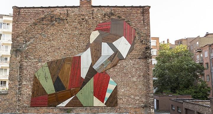 Este artista utiliza puertas como materia prima para crear bellos murales