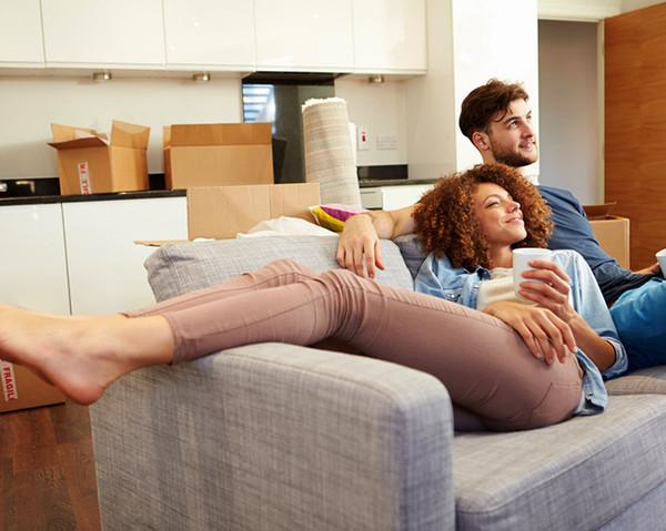 La silla en la que te sientas puede afectar cómo ves tu relación