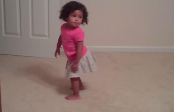 Estos adorables bebés bailando te van a derretir de la ternura