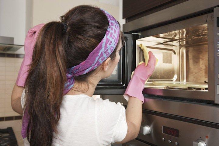 Nueve utilidades del bicarbonato de sodio para limpiar la cocina