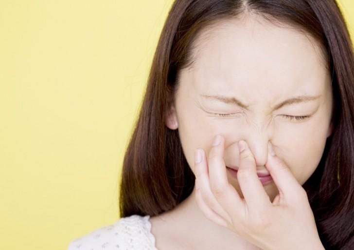 ¿Es malo aguantarte un estornudo?