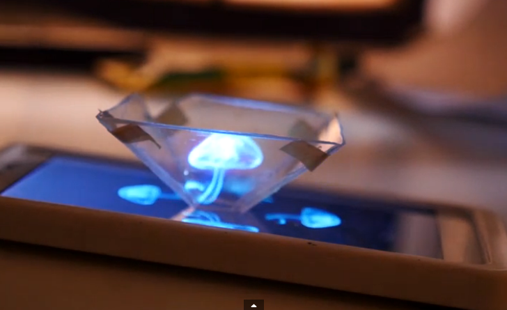 Convierte tu smartphone en un proyector holográfico