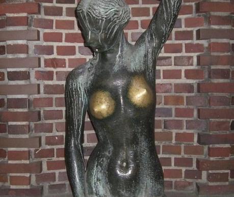 16 estatuas que han sido pulidas por pervertidos