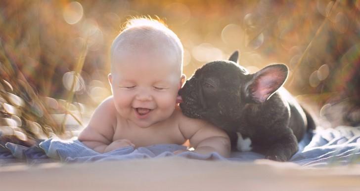 Niño y perro que nacieron el mismo día creen que son hermanos