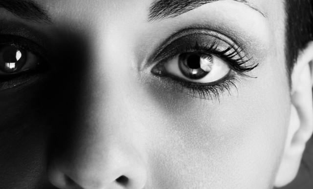 Mirar detenidamente a los ojos a alguien tiene un efecto similar al del LSD