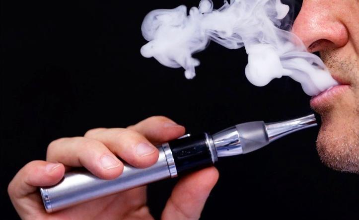 El cigarro electrónico es 95% menos dañino que el cigarro | Caracteres