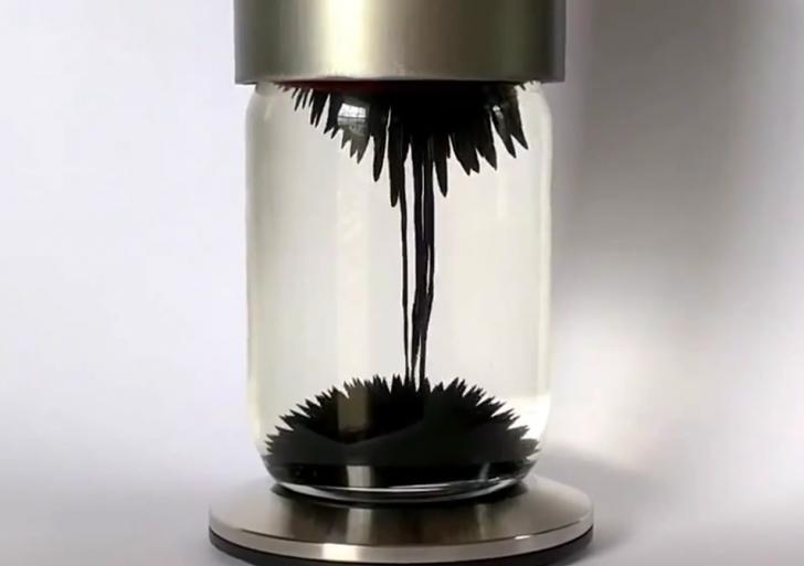 Esta es como una lámpara de lava magnética y modernizada