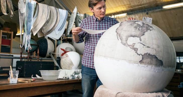 Conoce una de las pocas fábricas de globos terráqueos en el mundo