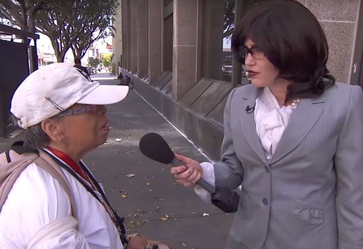 Miley Cyrus se disfraza y entrevista a gente en la calle