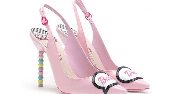 Diseñadora lanza línea de zapatos inspirados en Barbie
