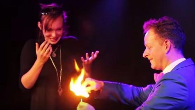 Este mago hizo la mejor pedida de mano en el mundo