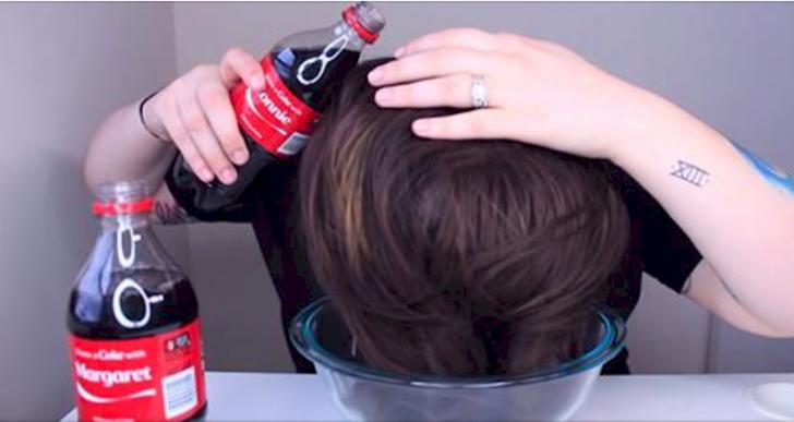 ¿Qué pasa si te enjuagas el cabello con Coca Cola?