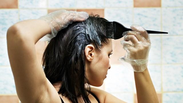 ¿Qué tinte de cabello deberías de usar para hacerlo en casa?