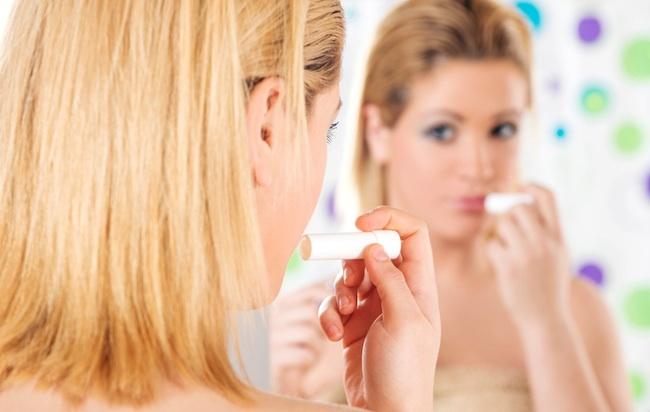 Cómo tratar tus labios secos y partidos para volverlos a la normalidad