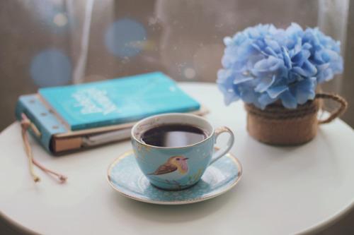 Esas tazas extras de café alteran a tu cuerpo más de lo que crees