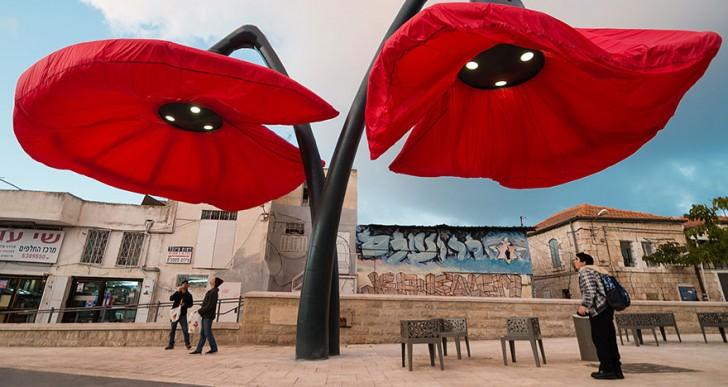 Estas lámparas gigantes «florecen» cuando las personas se acercan