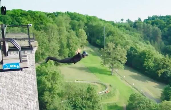 Este hombre hace el primer salto de bungie «inalámbrico»