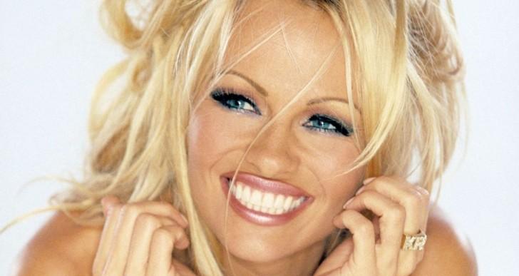 Pamela Anderson celebra estar curada de hepatitis con un desnudo