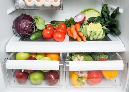 Estos son los 7 alimentos que debes evitar guardar en tu refrigerador