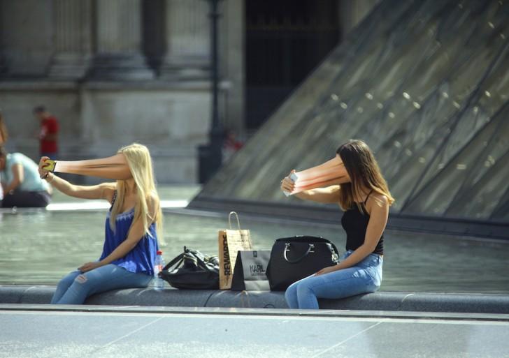 Estas impactantes fotografías reflejan el poder hipnotizante de los celulares