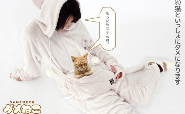 Esta fabulosa pijama cuenta con una bolsa secreta para guardar tu gatito