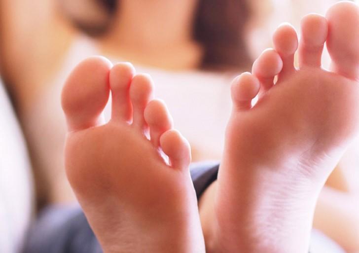 Por qué deberías de revisarte la suela de los pies una vez al año