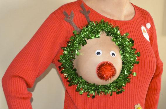 Este es el mejor suéter navideño para mamás lactantes
