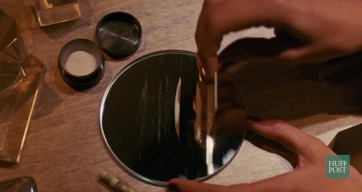 Esta video muestra la complicada relación de la cocaína con el cine