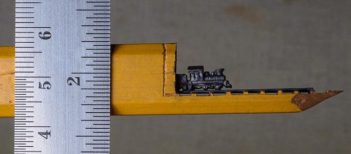 Cindy Chinn crea esculturas de trenes imposiblemente pequeños