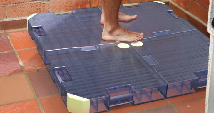 Este dispositivo promete que dejarás de desperdiciar agua al bañarte