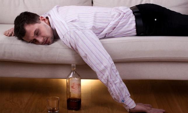 ¿Cuánto tienes que beber para considerarte alcohólico?