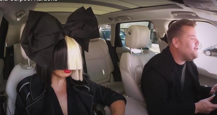 ¿Por qué poner música en el coche si Sia puede cantar por ti?