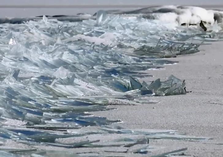 Este cautivador video muestra un bello fenómeno de hielo