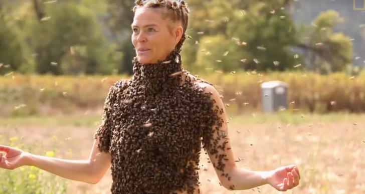Esta mujer te enseña a superar el miedo bailando cubierta de abejas