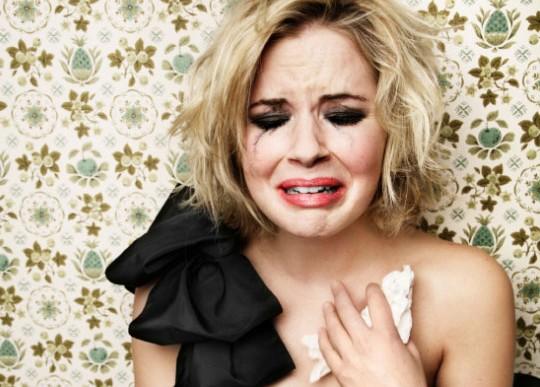 3 razones por la que el miedo a estar sola repele a los hombres