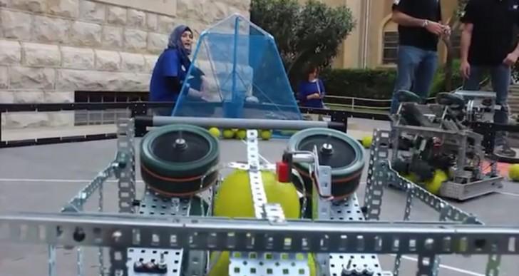 Estos refugiados sirios construyeron un robot basquetbolista