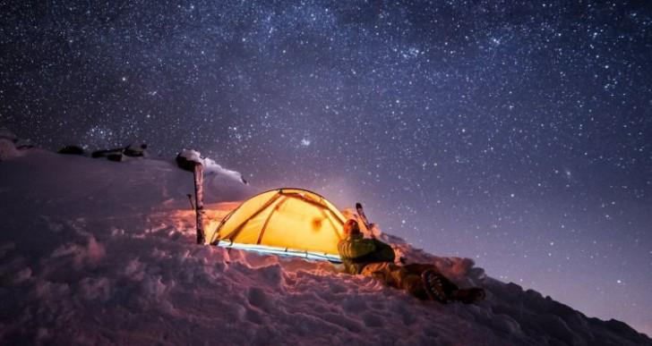 Esta pareja tiene sus citas en la cima de una montaña
