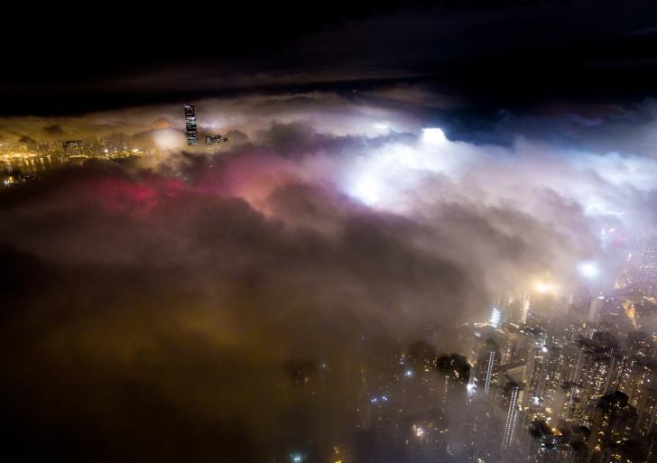 Hong Kong en nieblas
