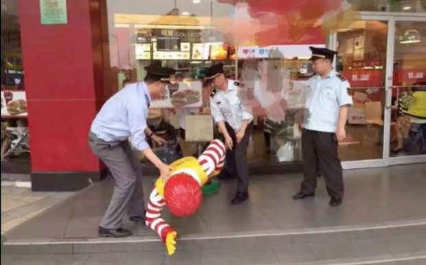 Arrestan a Ronald McDonald en China