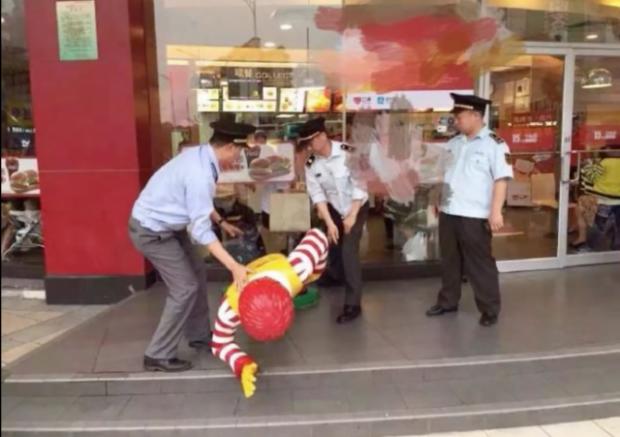 Arrestan a Ronald McDonald en China