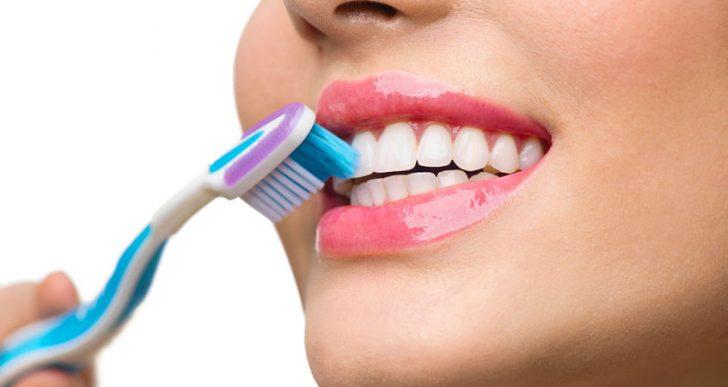 Al parecer no es tan asqueroso compartir tu cepillo de dientes