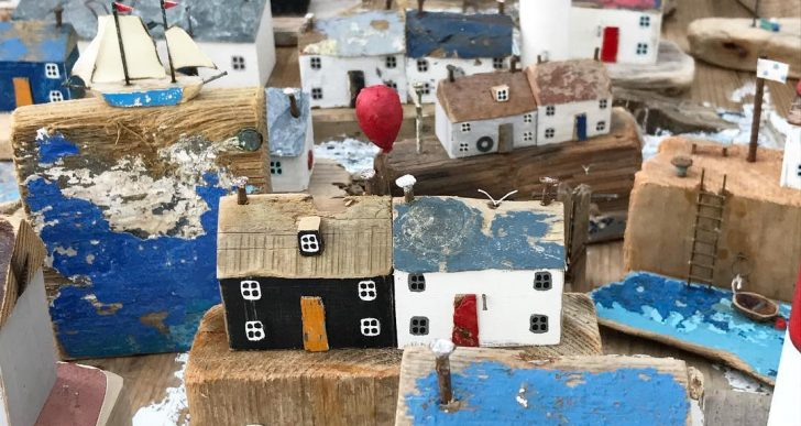 Esta artista usa madera flotante para crear una variedad de esculturas