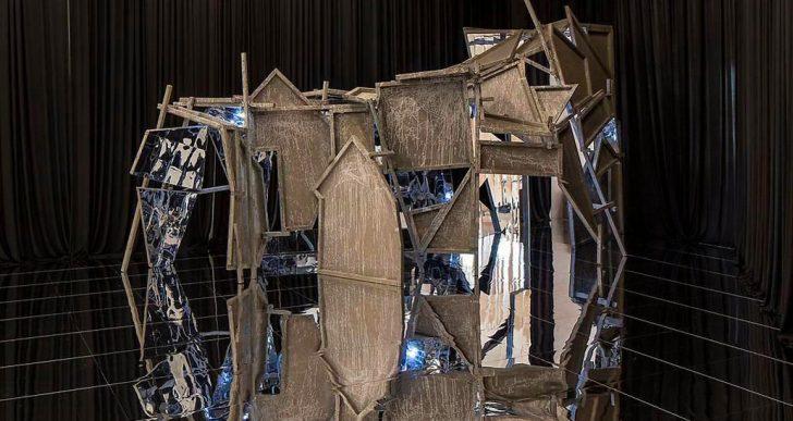 Miles de pequeños espejos forman parte de las esculturas de Lee Bul