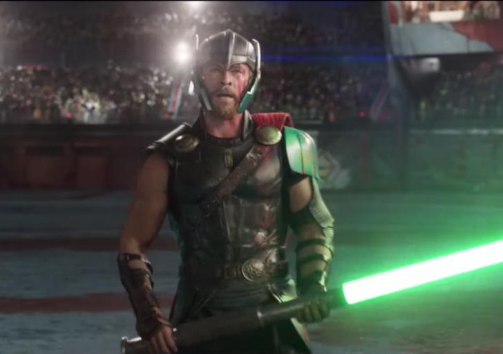 Así se vería si Thor usara espadas láser en vez de su martillo