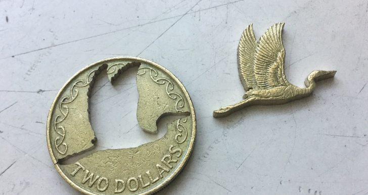 Micah Adams crea interesantes obras con recortes de monedas