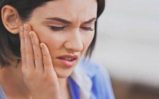 5 razones por las que te podrían estar doliendo los dientes