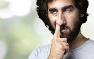 Hombres platican de las cosas asquerosas que hacen en privado