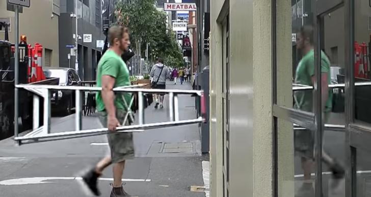 Al parecer puedes entrar a donde quieras si traes una escalera