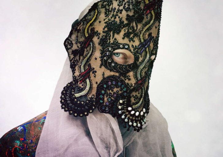 Las máscaras elaboradas de Damselfrau fascinan con su belleza