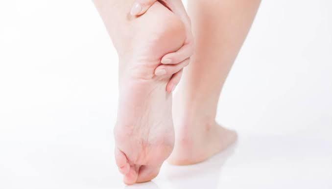 Cómo remediar el dolor del talón
